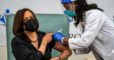 Kamala Harris being vaccinated